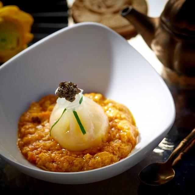 Soup Dumpling Joes Shanghai Languageen: Duddell's Hong Kong Restaurant