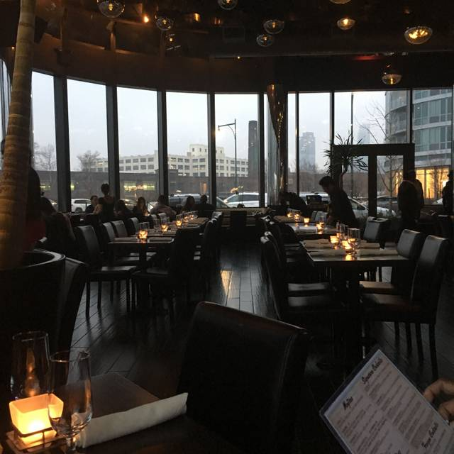 Blend On The Water Restaurant Long Island City Ny Opentable
