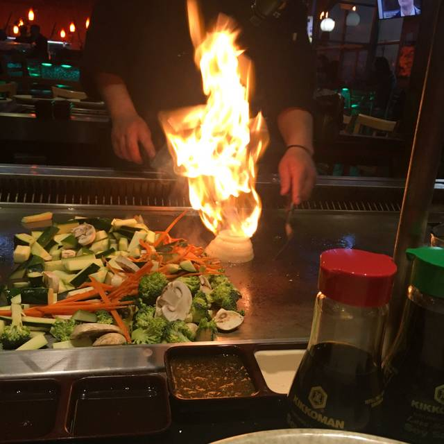 Shinto Japanese Steakhouse & Sushi Lounge - Naperville, Naperville, IL