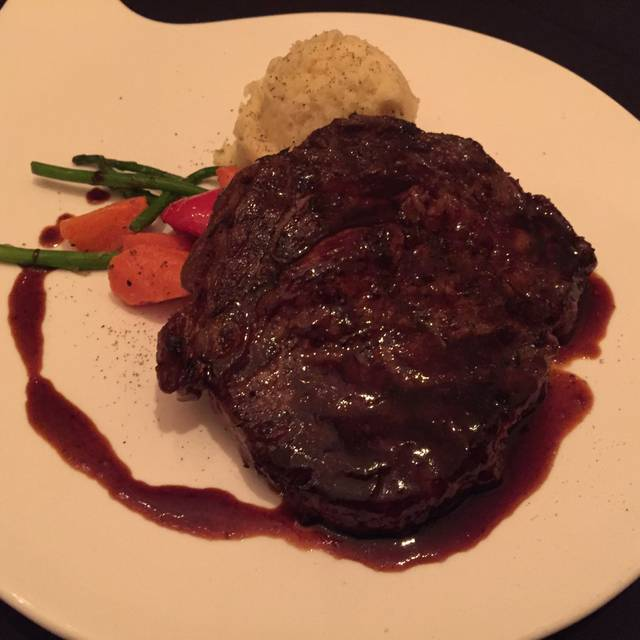 Carver's Steak House - Executive Airport Plaza Hotel, Richmond, BC