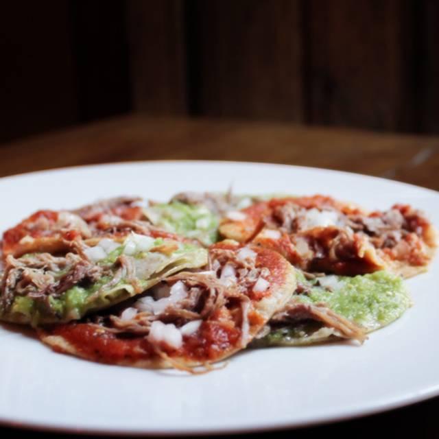 Chalupas - Augurio Restaurante, Puebla, PUE
