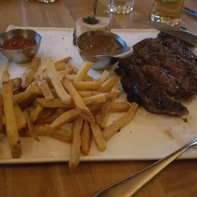 Von's Steakhouse & Oyster Bar, Edmonton, AB