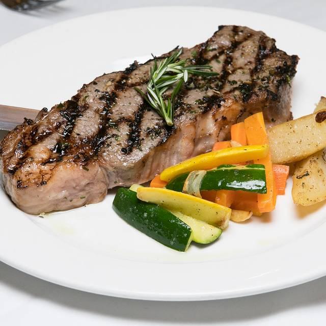Salmone alla griglia - Sole Bistro Italiano, New York, NY
