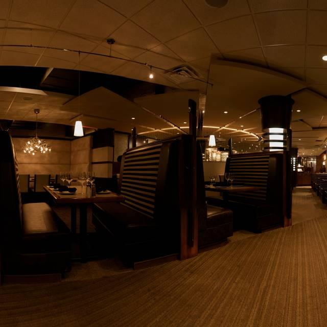 Mano's Restaurant and Lounge, Saskatoon, SK