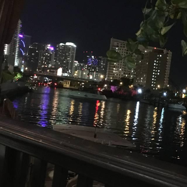 Casablanca Seafood Bar & Grill, Miami, FL