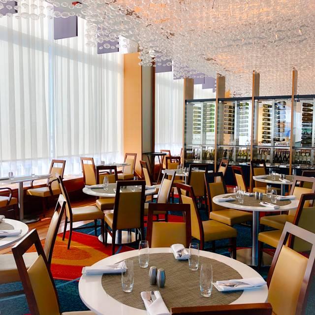 Bijou Resto – Bar at the Montreal Airport Marriott In-Terminal, Montréal, QC