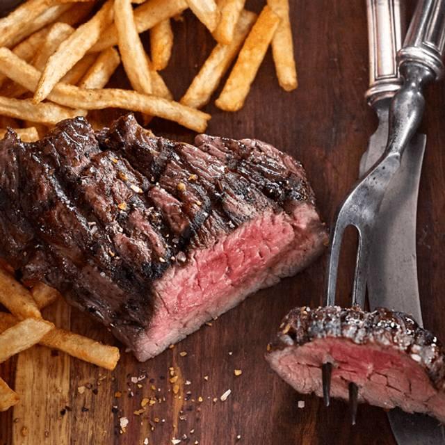 Steak Frites - Bâton Rouge Steakhouse & Bar - de la Montagne, Montréal, QC