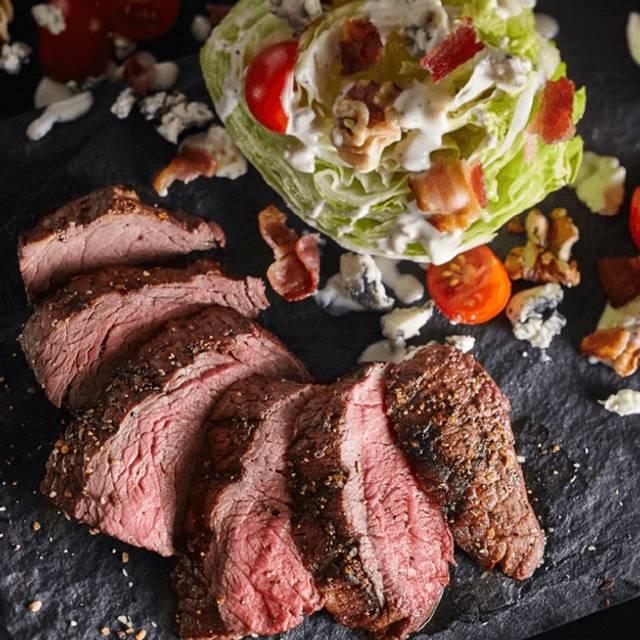 Steakhouse Wedge - Bâton Rouge Steakhouse & Bar - de la Montagne, Montréal, QC