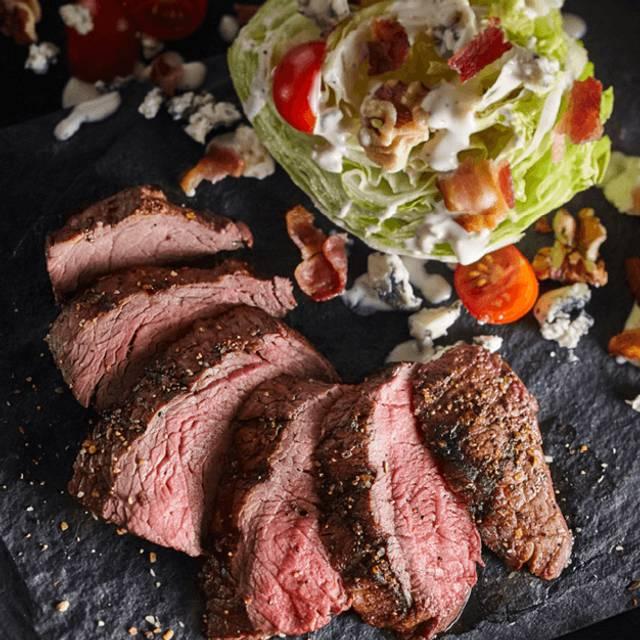 Steakhouse Wedge - Bâton Rouge Steakhouse & Bar - Barrie, Barrie, ON