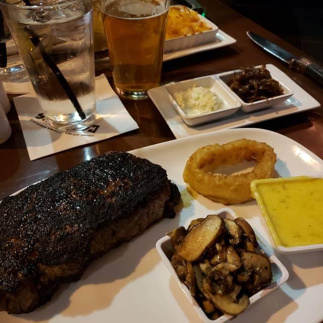 Carson's Prime Steaks & Famous Barbecue - Milwaukee, Milwaukee, WI
