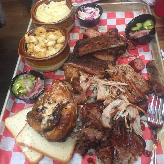 Corner House BBQ, Staten Island, NY