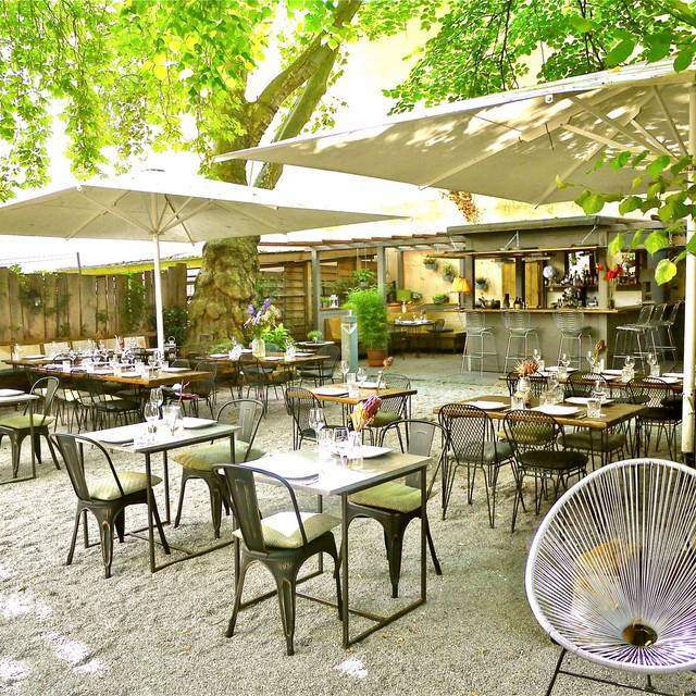 Heimlich Treu Berlin Restaurant Info Reviews Photos Kayak