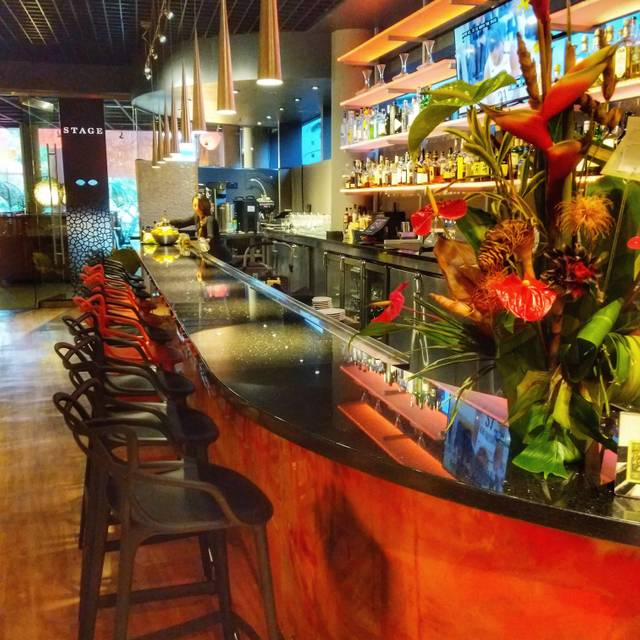 Stage Restaurant & Wine Bar, Honolulu, HI