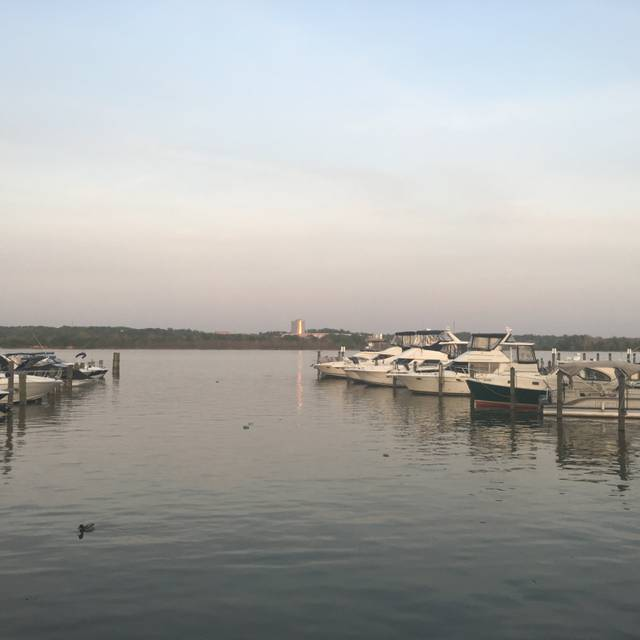 Vola's Dockside Grill, Alexandria, VA