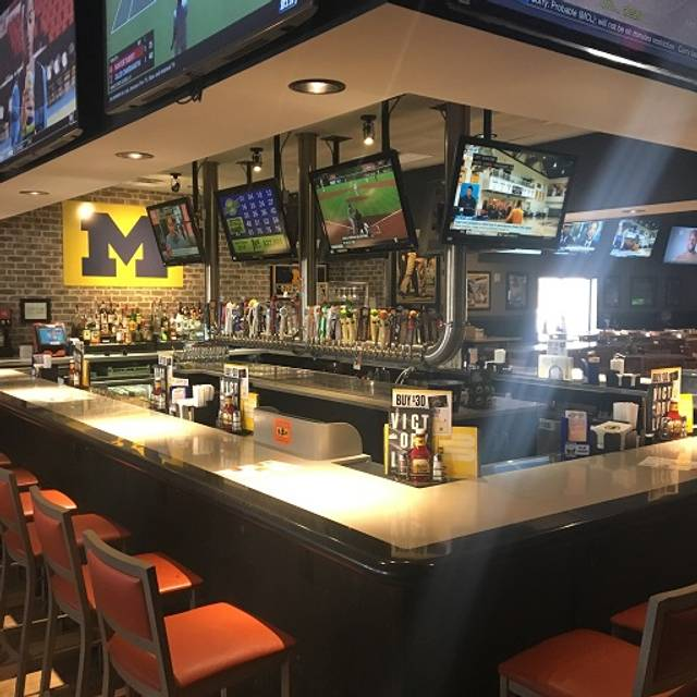 Bar - Buffalo Wild Wings - Ann Arbor - State Street, Ann Arbor, MI