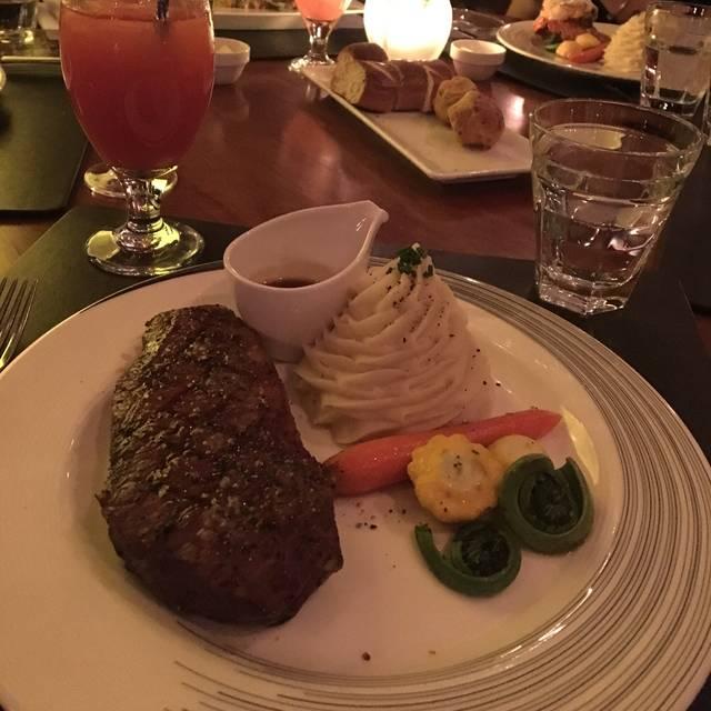 Carver's Steakhouse - Sheraton Cavalier Calgary, Calgary, AB