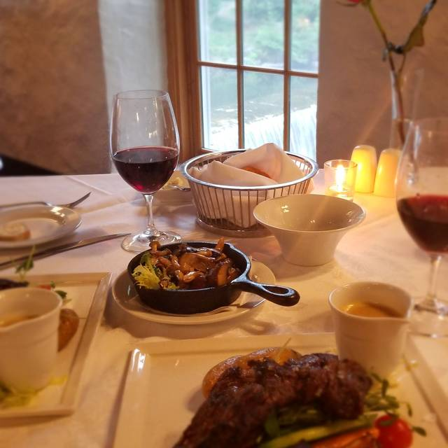 Headwaters Restaurant at Millcroft Inn & Spa, Alton, ON