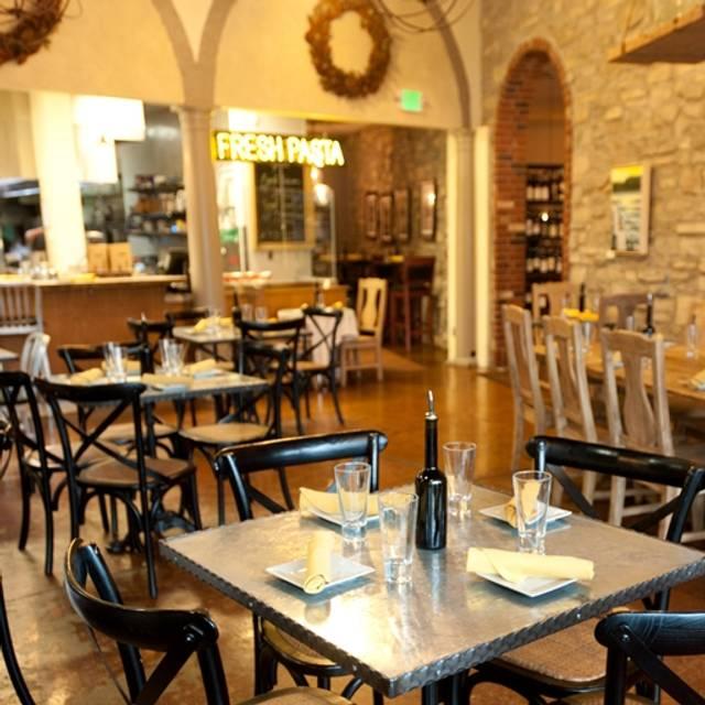 Nicoletta's Table and Marketplace, Lake Oswego, OR