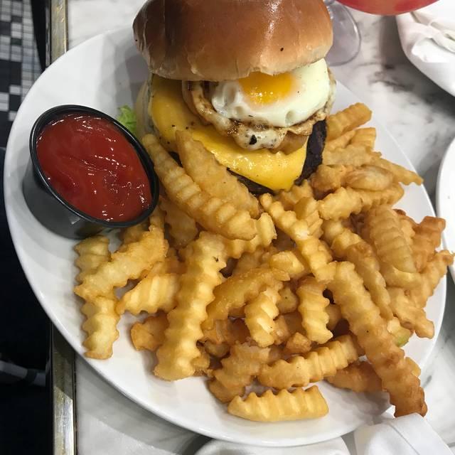 Happy Hour Places In Arlington Va: Pentagon Mall Restaurant