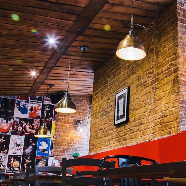 The Wellington Pizza Pub Manchester, Manchester