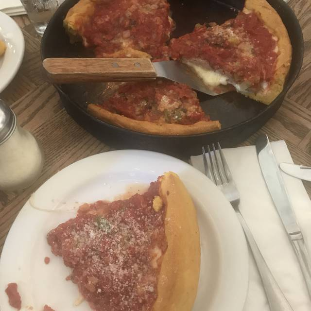 Gino's East, Chicago, IL