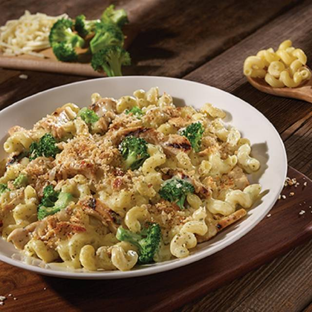 Chicken Pesto Mac N Cheese - Old Chicago Pizza & Taproom - Presidio, Fort Worth, TX