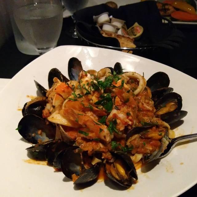 Vagabondo Italian  Ristorante & Lounge, Toronto, ON