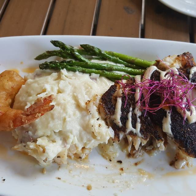400 Beach Seafood & Tap House, St. Petersburg, FL