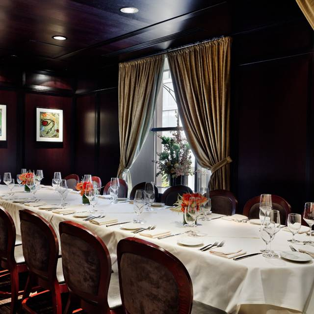 Semi-private Dining Table - Benny's Chop House, Chicago, IL