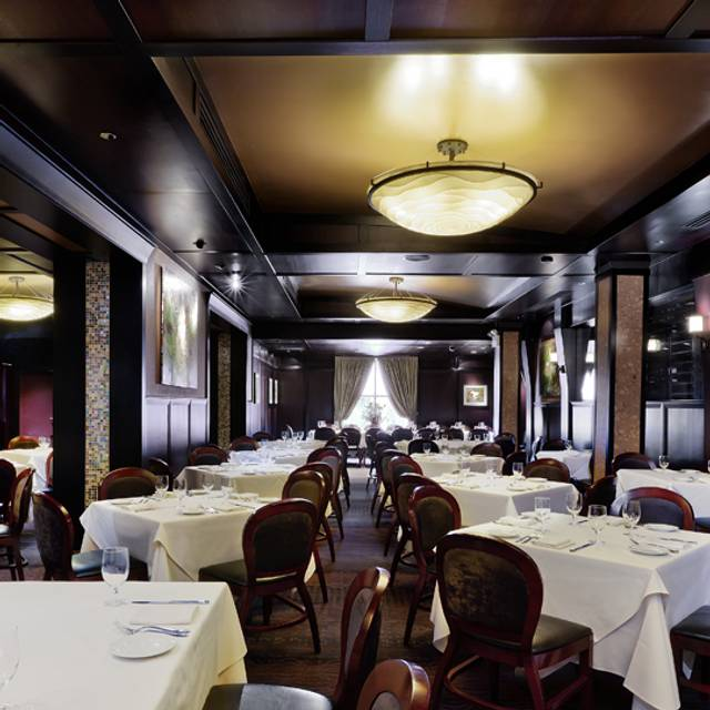 Main Dining Room - Benny's Chop House, Chicago, IL