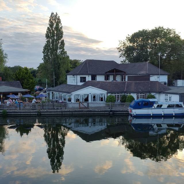 The Watersedge, Canal Cottages, Uxbridge, Greater London