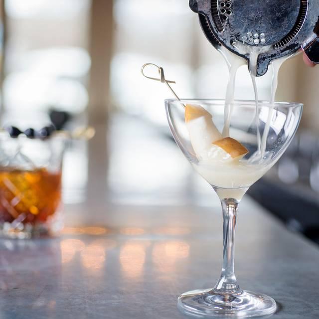 Cocktail Pour - Guildhall, Glencoe, IL