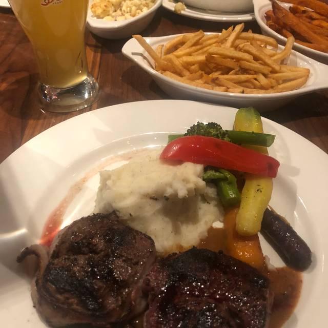 Vieux-Port Steakhouse, Montréal, QC