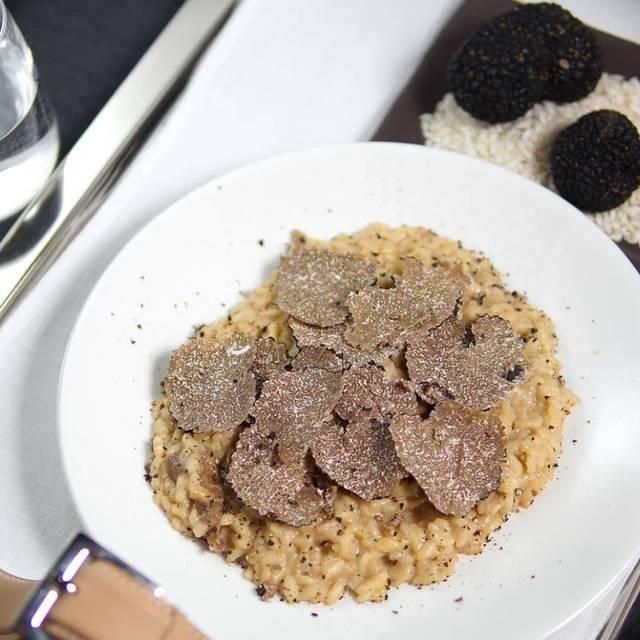 Oak Tuscan Truffle Lounge, New York, NY