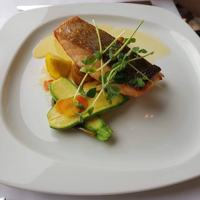 Tiara Restaurant - Queen's Landing Hotel, Niagara-on-the-Lake, ON
