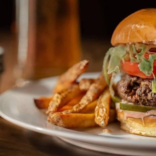 Burger - The Hub, Stratford, ON