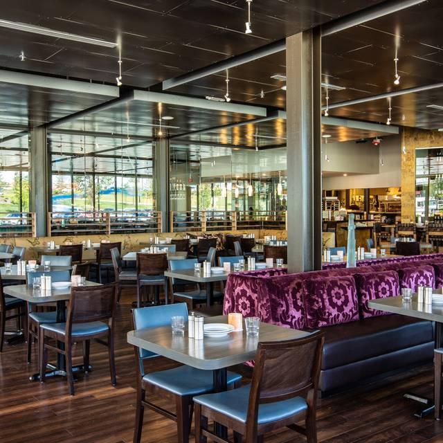 Pinstripes - Cleveland Restaurant - Beachwood, OH