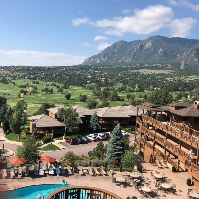 Mountain View Restaurant At Cheyenne Mountain Colorado
