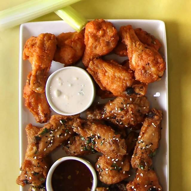 Thai And Buffalo Wings - Houlihan's - Upper Arlington, Upper Arlington, OH
