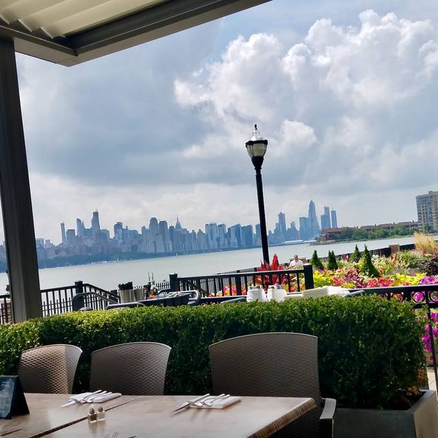 HAVEN Riverfront Restaurant and Bar, Edgewater, NJ