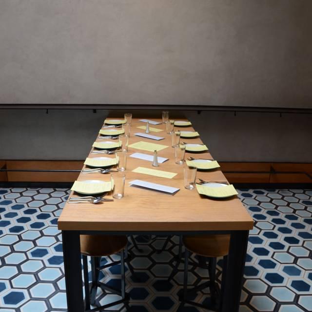 Charmant Ohana Table Within Liholiho Yacht Club, San Francisco, CA