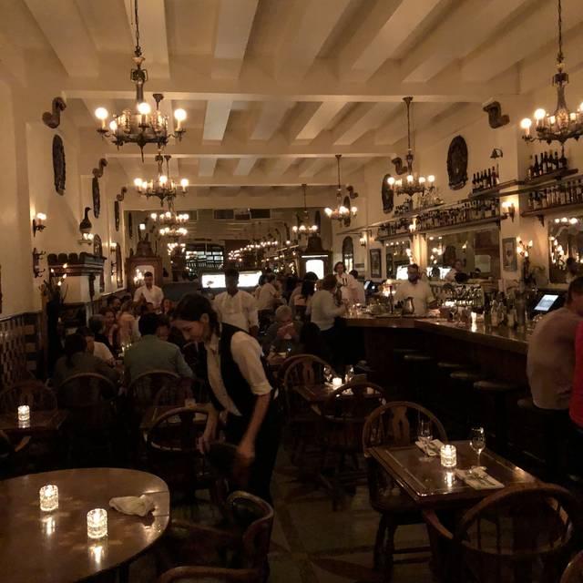 Taverne Square Dominion, Montréal, QC
