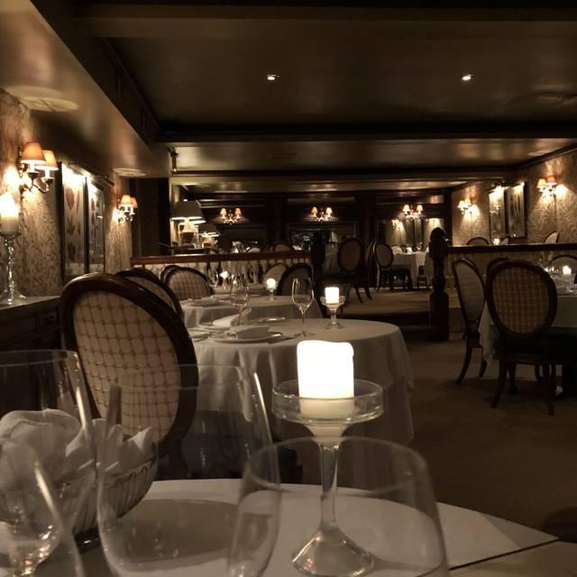 Cavey's Restaurant, Manchester, CT