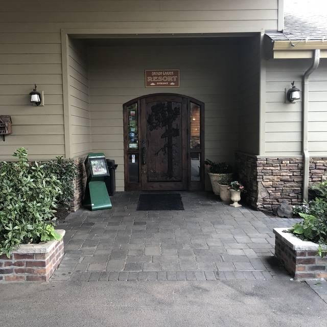 The Garden View Restaurant - Oregon Garden Resort, Silverton, OR