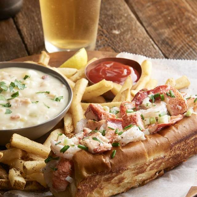 Lobster And Shrimp Roll - McCormick & Schmick's Seafood - Anaheim, Anaheim, CA