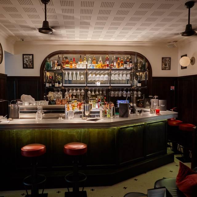 nola restaurant canal saint martin paris paris opentable. Black Bedroom Furniture Sets. Home Design Ideas