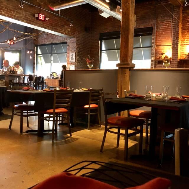 Hamilton S Urban Steakhouse And Bourbon Bar St Louis Mo