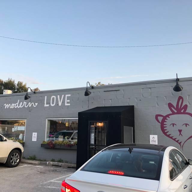 Modern Love, Omaha, NE