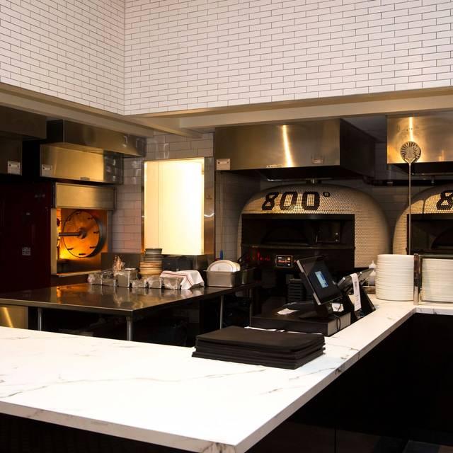 800 Degrees Woodfired Kitchen Restaurant