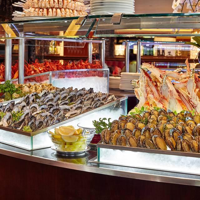 Mandarin-oriental-hong-kong-hotel-clipper-lounge-buffet-seafood - Clipper Lounge - Mandarin Oriental Hong Kong, Hong Kong, Hong Kong